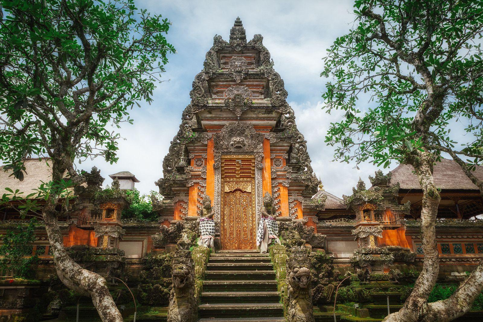 Фото храма в Убуде