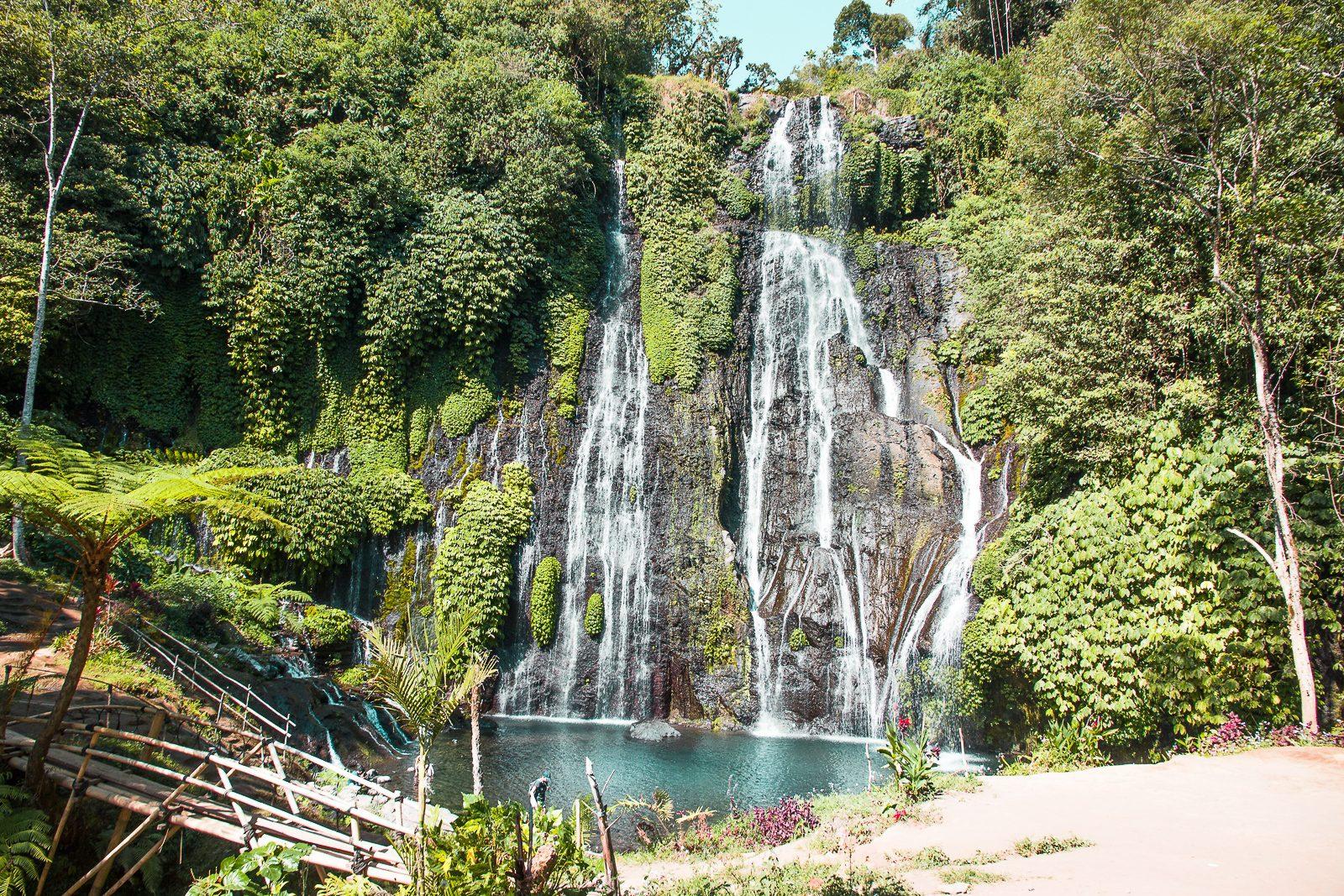 Водопад Banyumala Twin Waterfalls