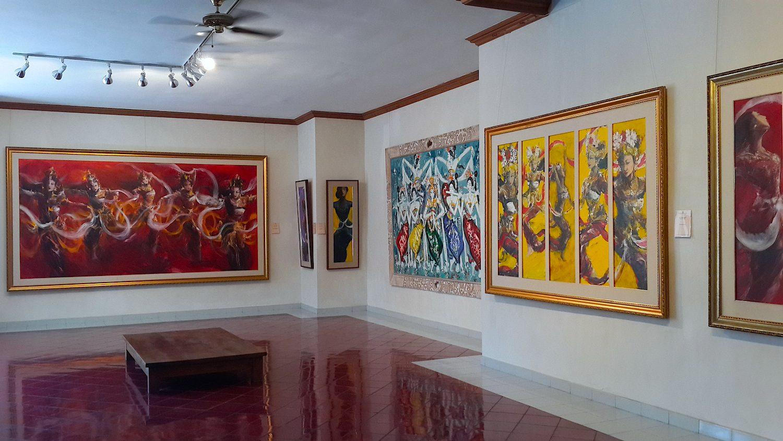 Внутри музея Рудана