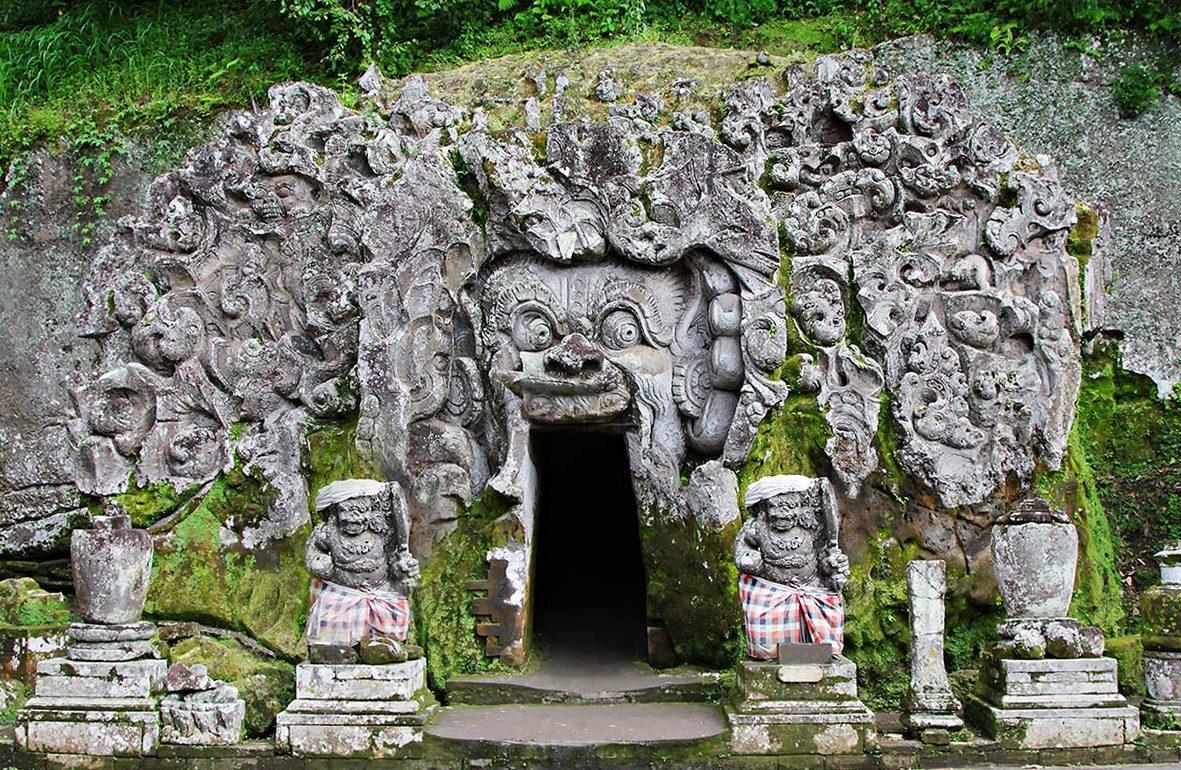 Вход в слоновью пещеру