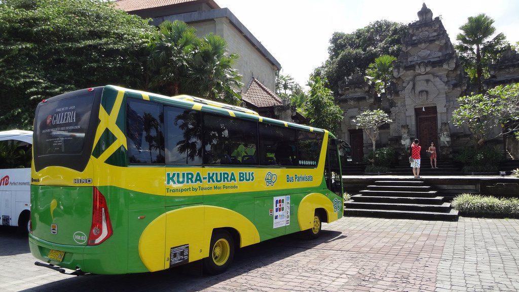Фото автобуса на Бали
