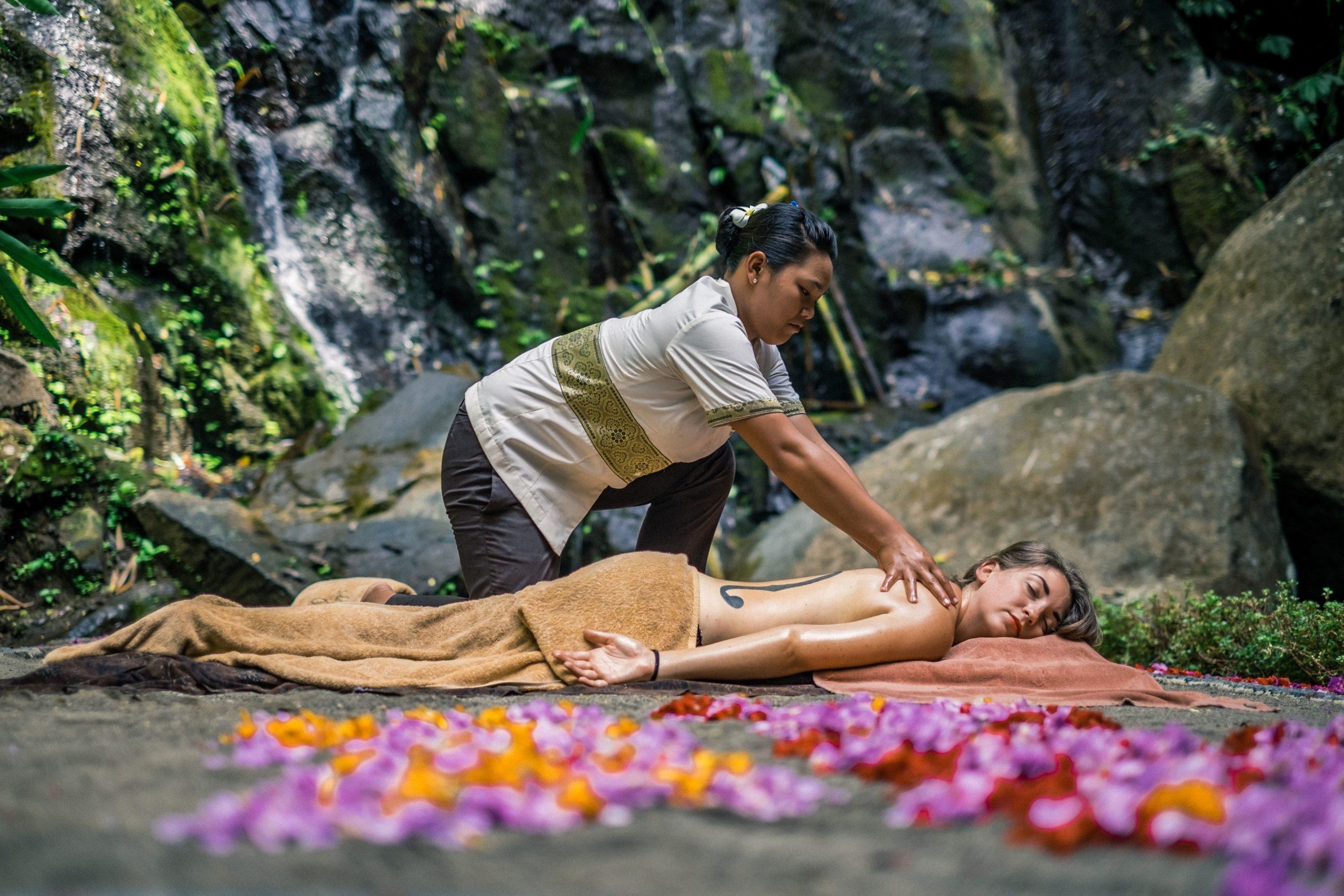 Фото массажа на Бали
