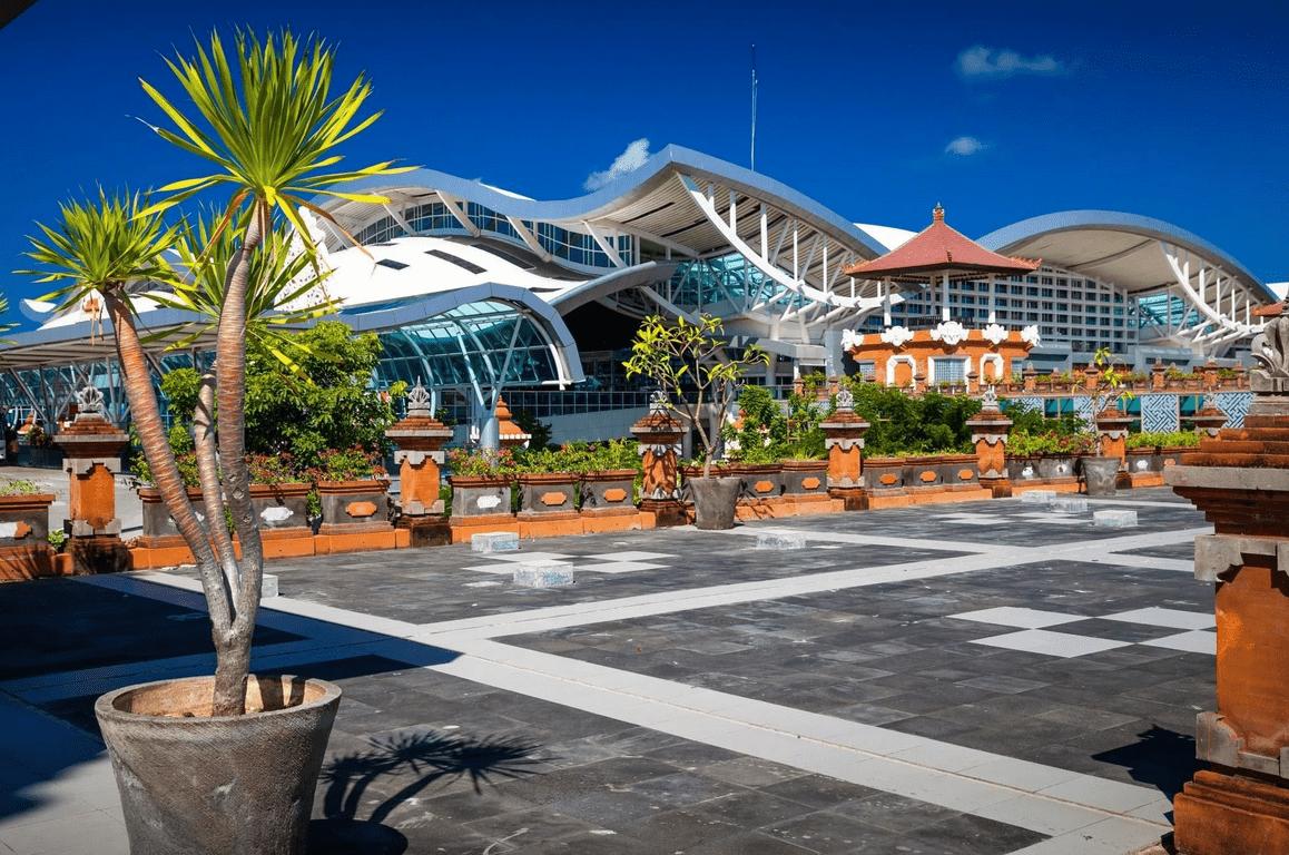 Большой аэропорт Денпасар
