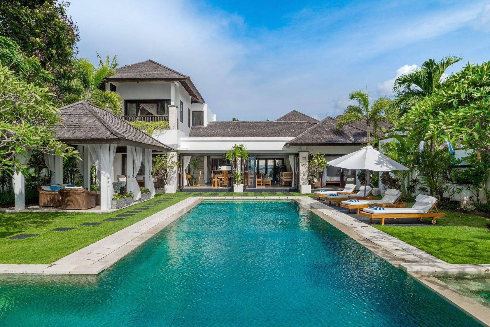 Фото дома с бассейном на Бали