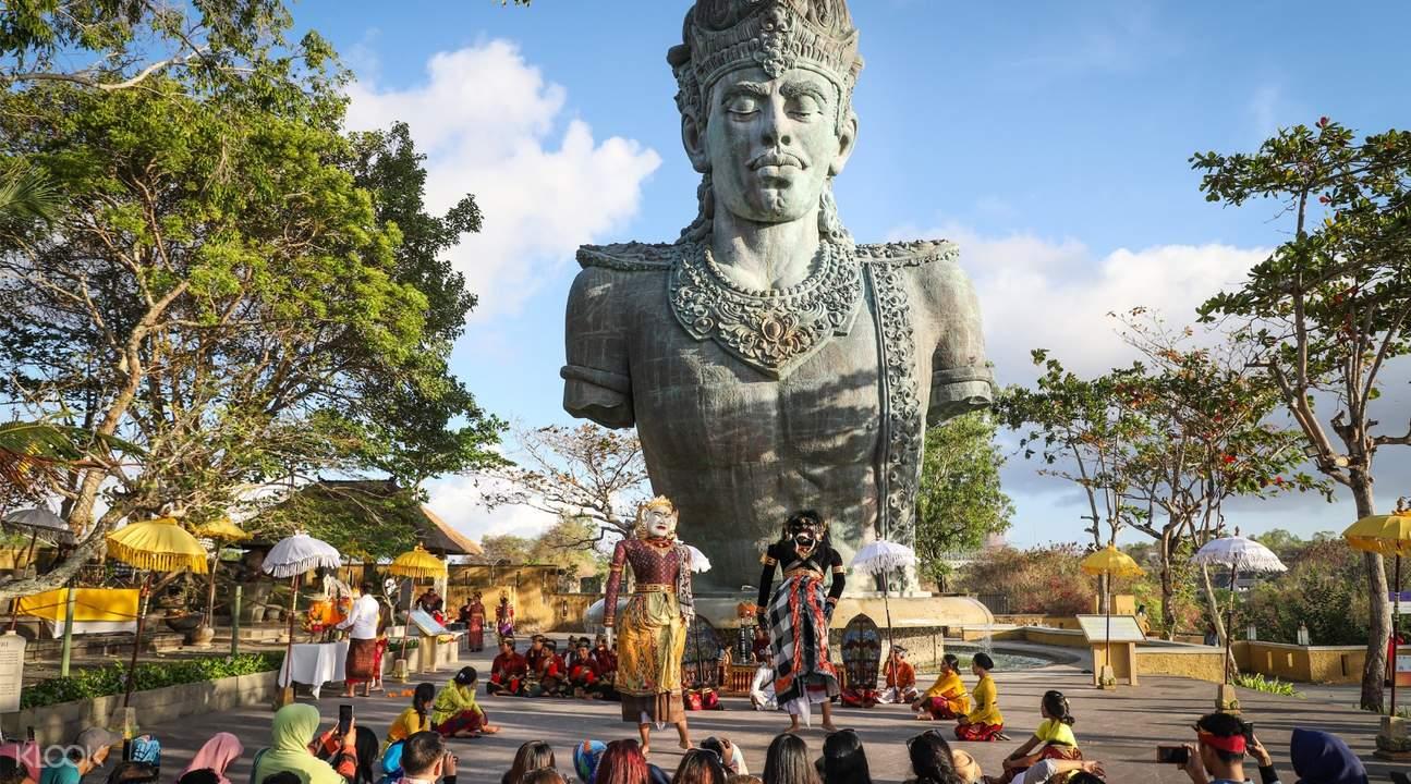 На фото парк Гаруда Вишну