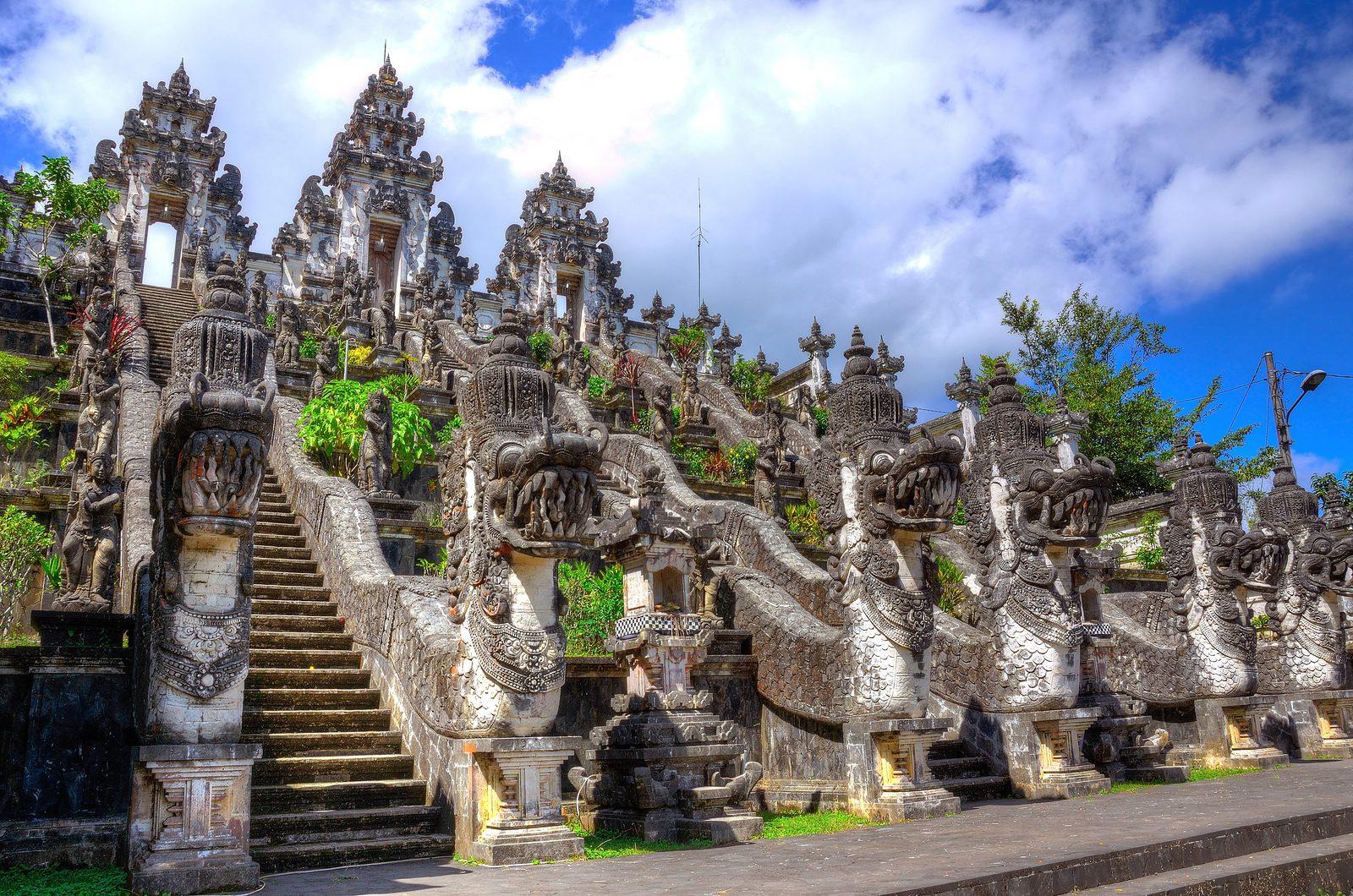 Разнообразие достопримечательностей на Бали