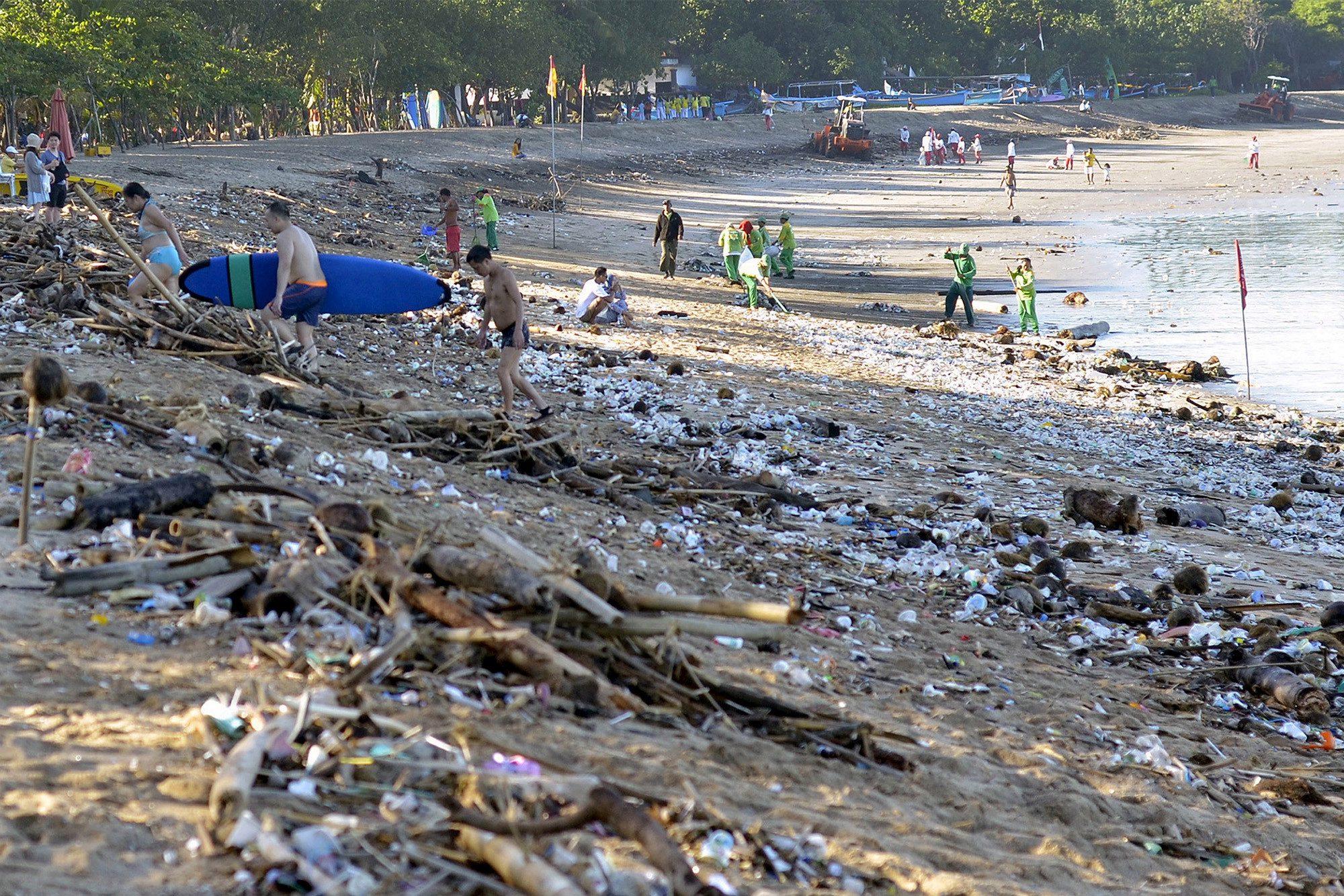 На Бали много мусора