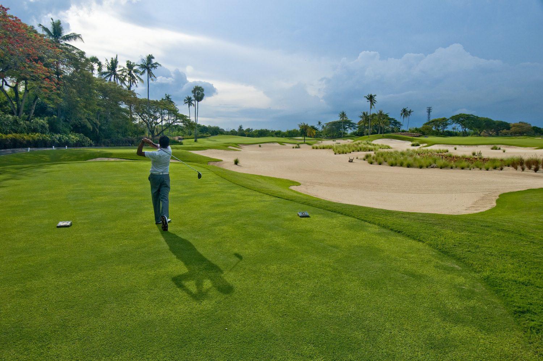 Игра в гольф на пляже Дримленд