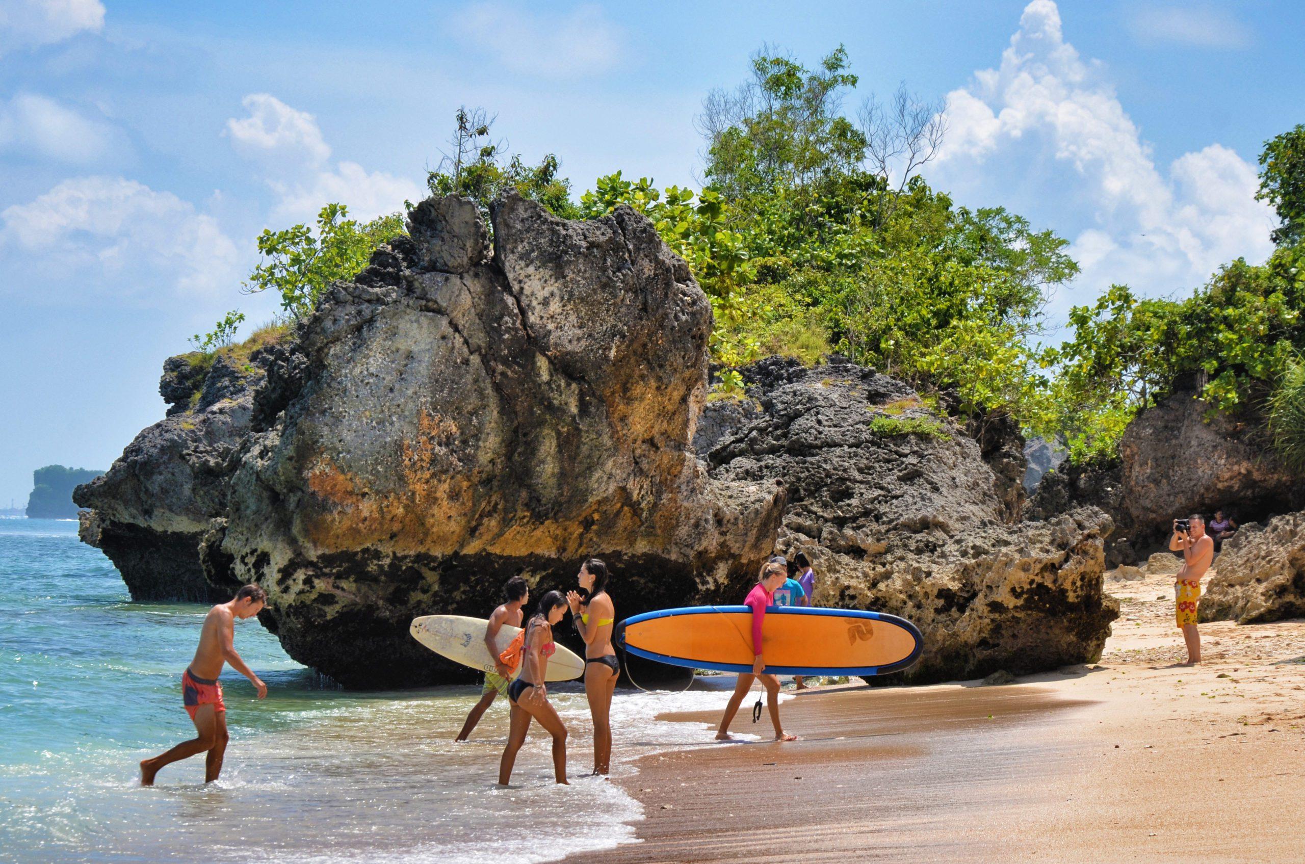 Серфинг на пляже