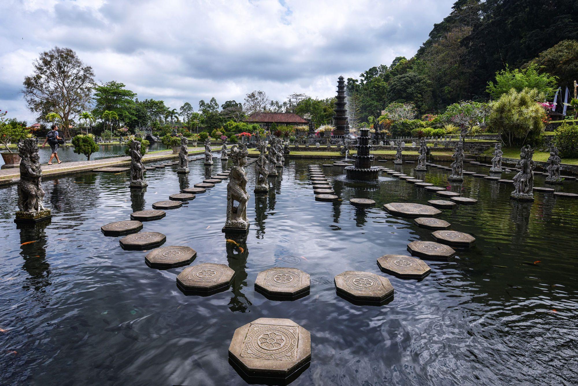 На фото водный дворец