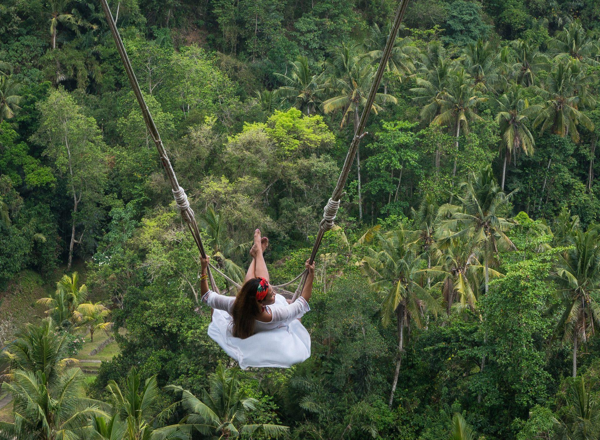 Фото на качелях на Бали
