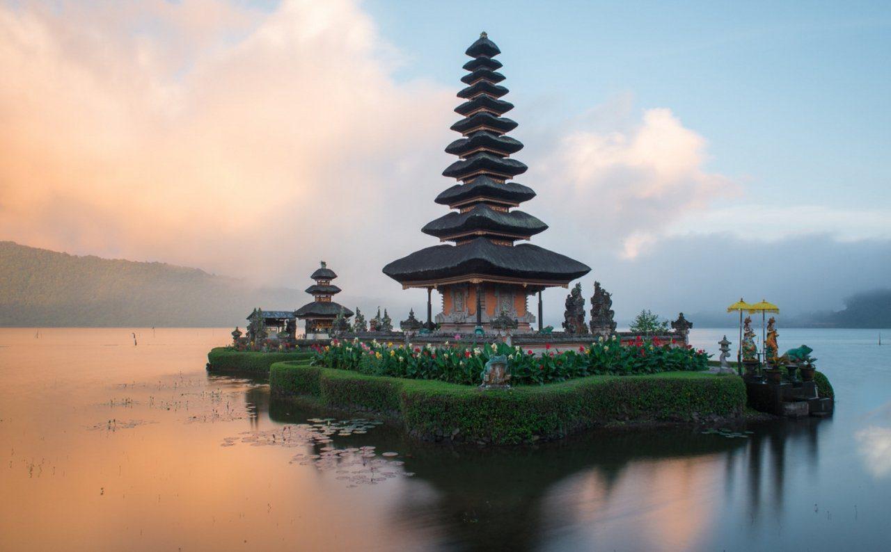 Фотография храма Улун Дану