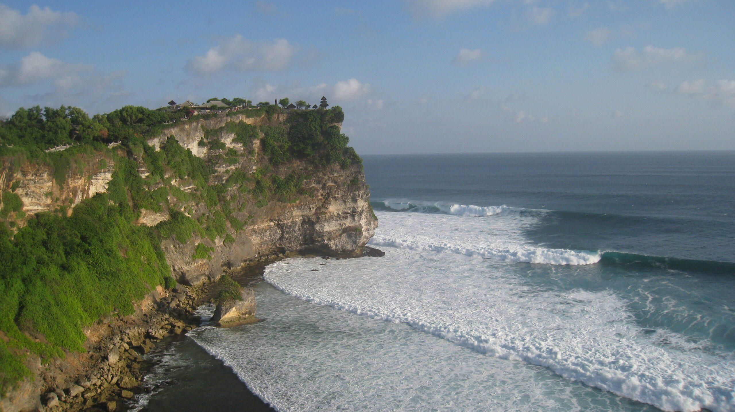 Фото моря у полуострова Букит