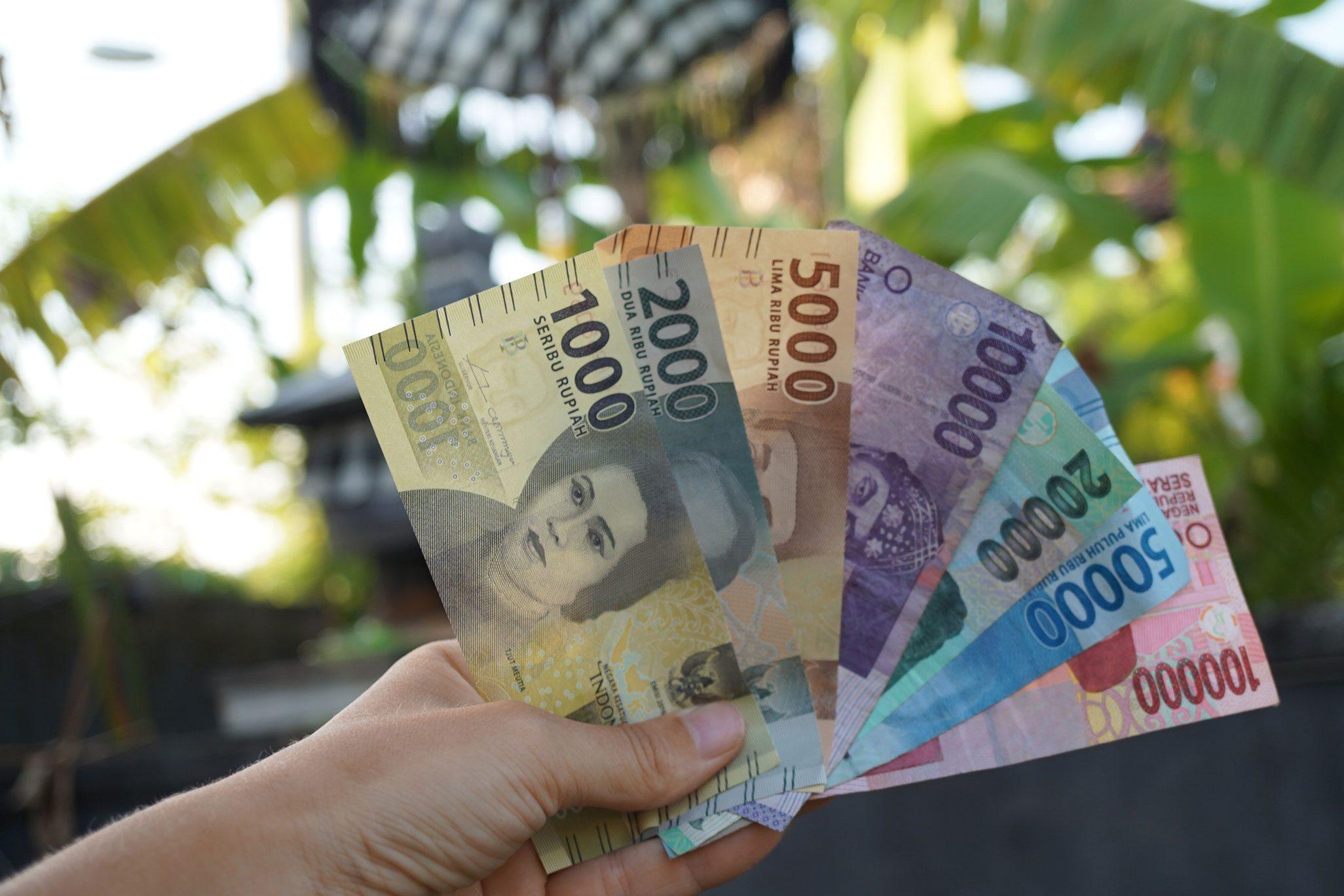 Фото валюты на Бали