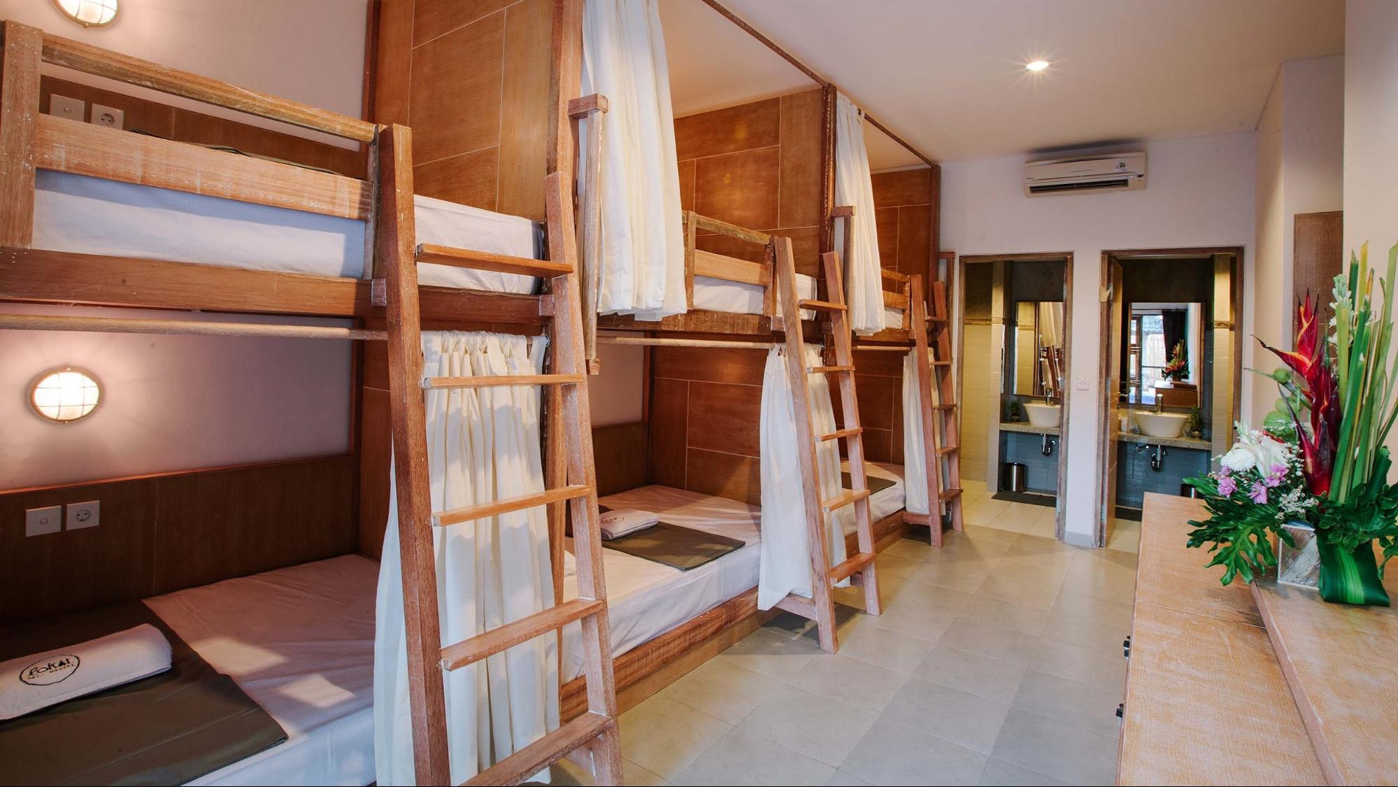 Фот о кроватей в хостеле