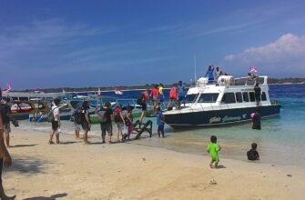 Фото катера от Бали до Гили