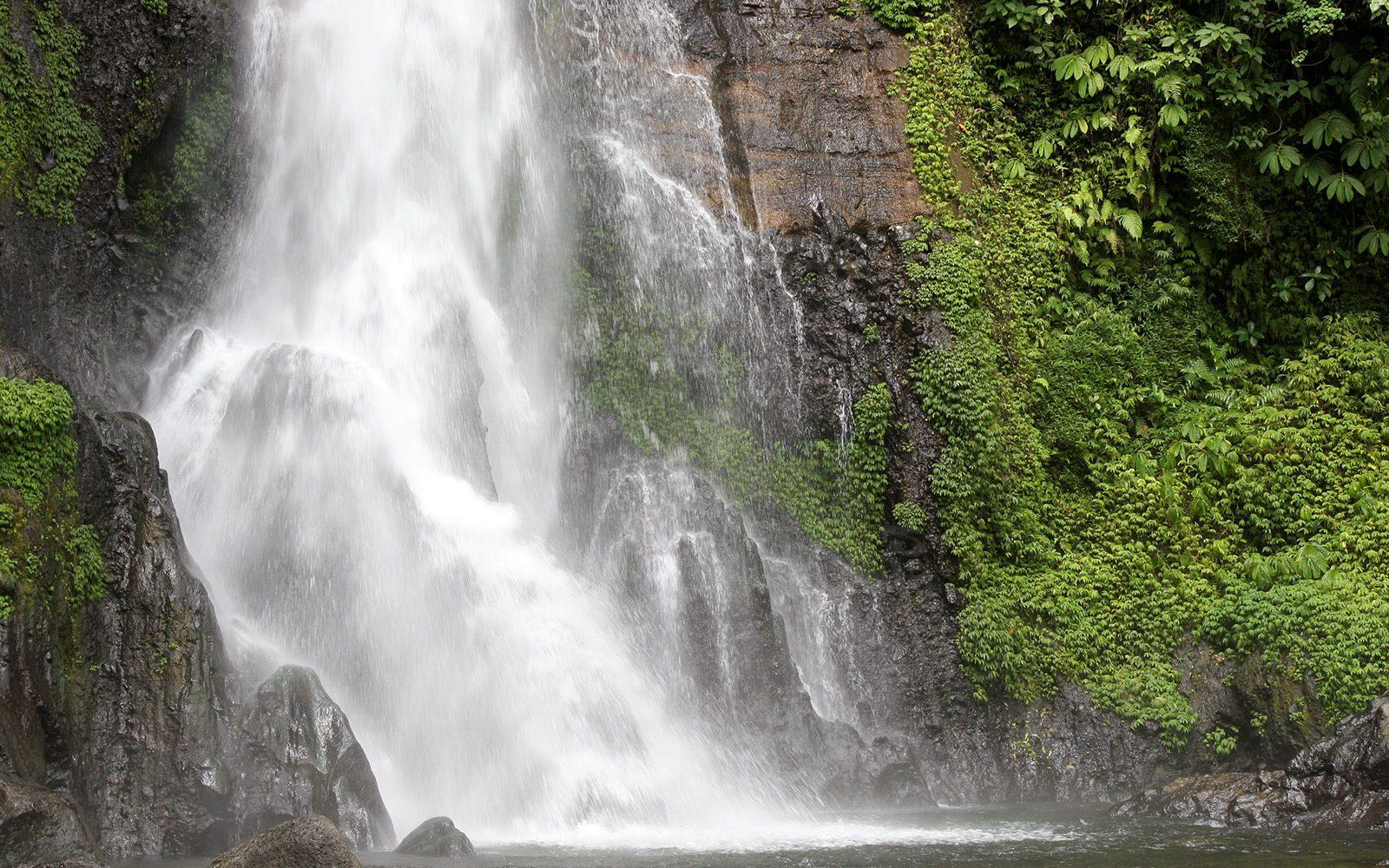 Фото падающей воды