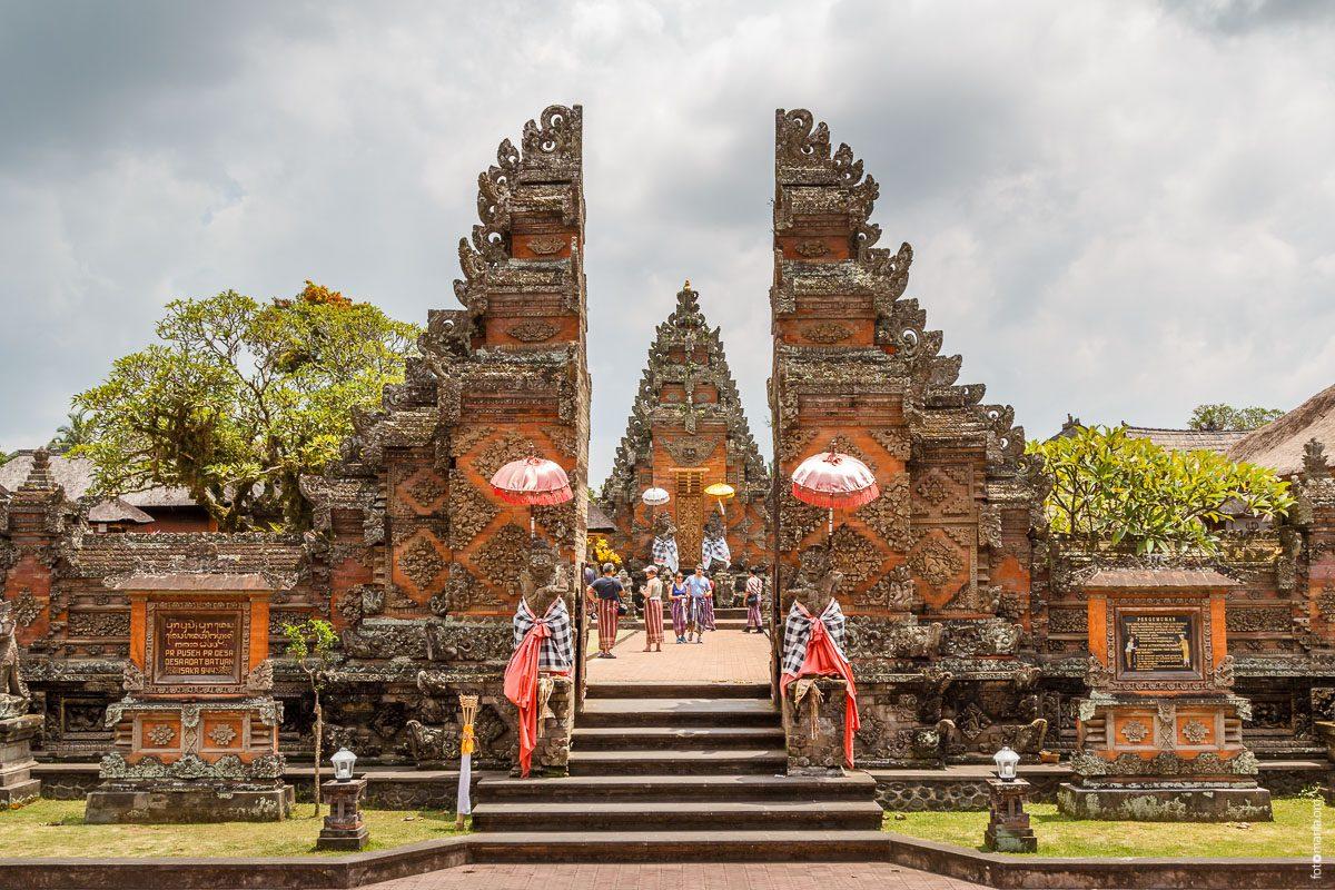 Фото ворот на входе