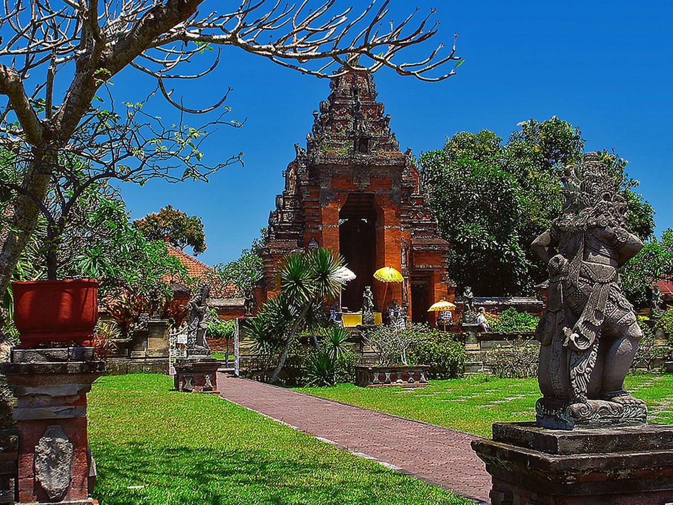 Фото территории храма