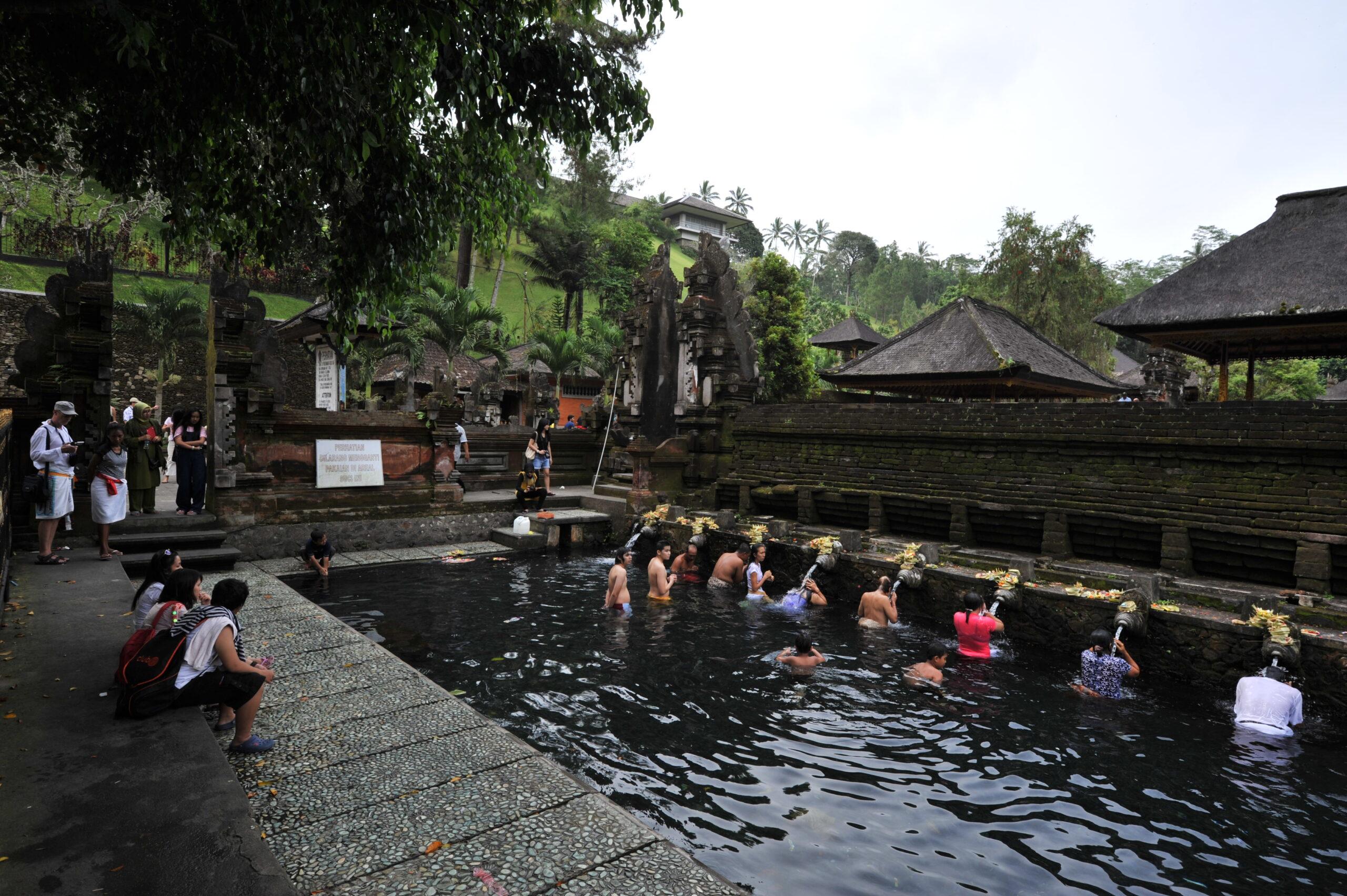 Фото храмовой купальни на Бали