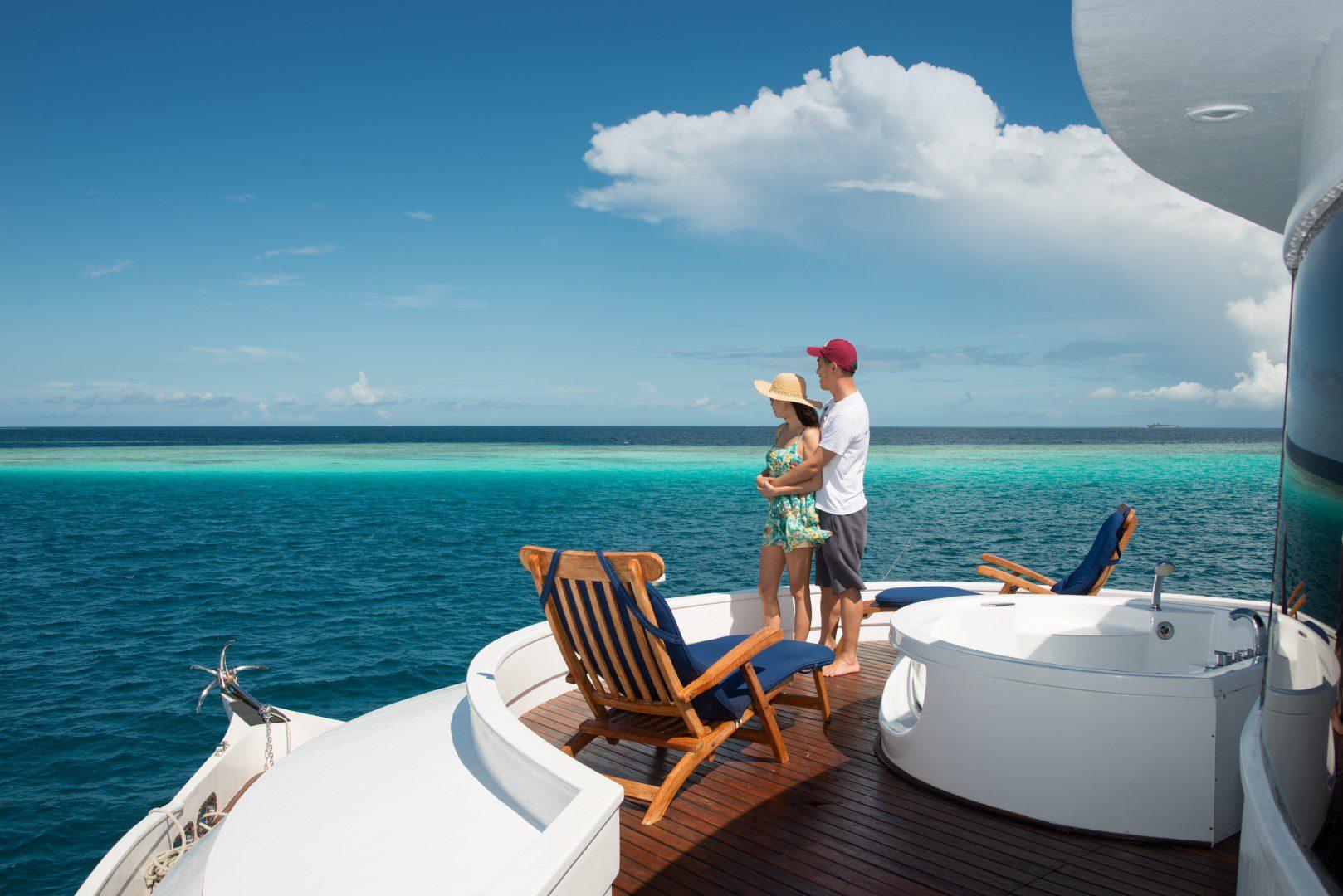 Фото туристов на яхте